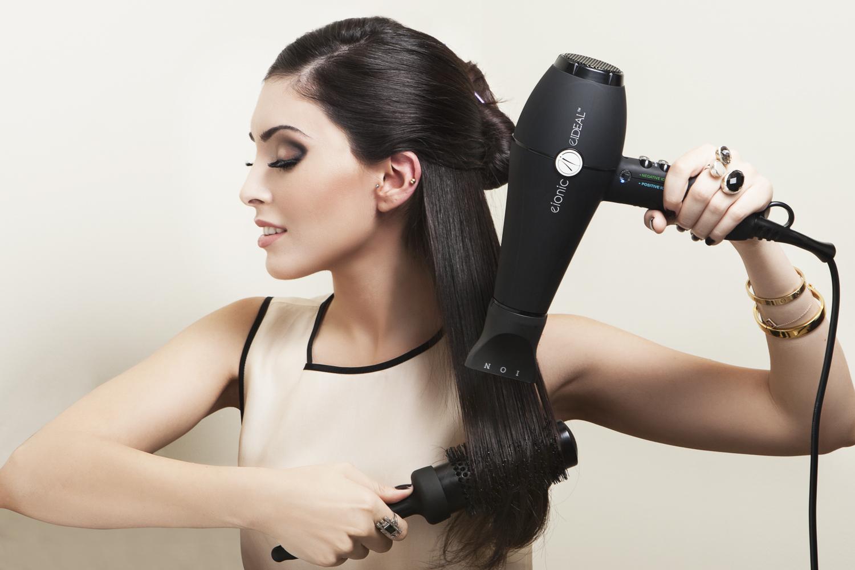 Hogyan kell használni a hajszárítót, hogy ne károsítsuk a hajunkat?
