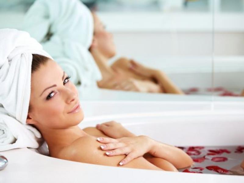 Gyógynövényes SPA hajra és az érzékekre – a legjobb receptek otthoni fürdőhöz